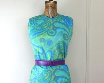 1970s Summertime Dress - vintage Sun Dress - Scuba BLUE + Lucite GREEN PAISLEY Print - Sheath Dress - size medium
