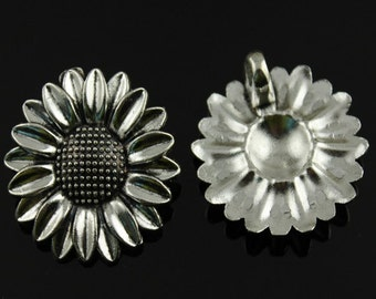 1x (37mm) Silver Plated Daisy Flower Charm