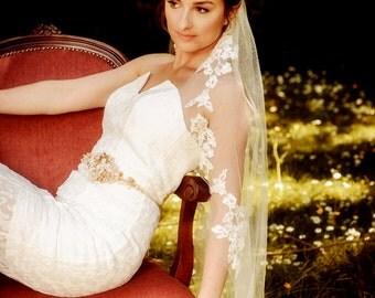 Wedding Veil SUZANNA, made to order, pure Silk Veil, Circle Veil, One Tier Veil , Bridal Veil, Fingertip Veil, lace veil