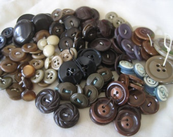 Lot Sets of 100 plus VINTAGE Plastic Craft Sewing BUTTONS  E1