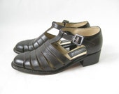 RESERVED....Vintage 80s Kenneth Cole Brown Leather T Straps. Size 5 1/2