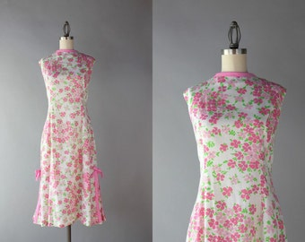 1960s Dress / Vintage 60s Pink Cotton Floral Shift Dress / Pleats and Bows 60s Day Dress