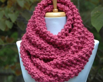 Chunky Knit Infinity Scarf in Raspberry Pink, Chunky Scarf, Circle Scarf, Hand Knit Infinity Scarf, Women's Scarves, Knitted Winter Scarf