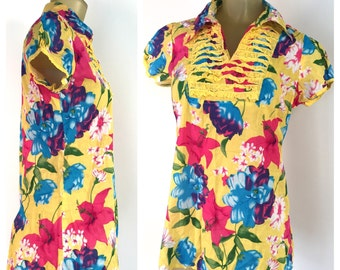 Yellow Floral Tunic Blouse, Cap Sleeve V Neck Ruffled Bib, Tropical Flowers Hawaiian Floral Print, Puffed Short sleeves, India kurti Tunic,