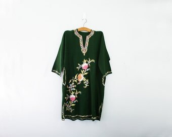 vintage 70s India Indian Floral Embroidery Hunter Green Wool Kaftan Dress // One Size