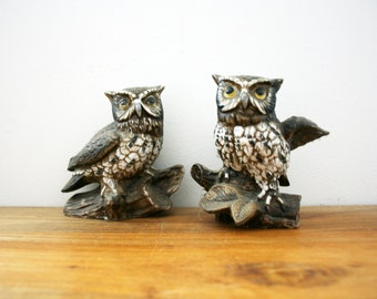 vintage 70s Pair of Realistic Grumpy Owls on Branches Shelf Sitter Figurines // Woodland Home Decor