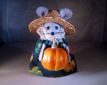 Felt Fall Mouse with a Pumpkin