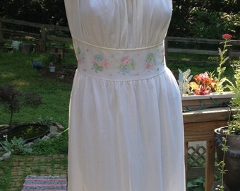 WHITE on WHITE CHARMODE Nightie Embroidered Pleated Hem Bust 38