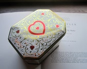 Vintage Hinged Tin box * Daher Tin Box * Hearts *