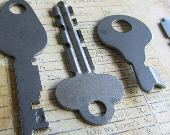 Vintage Antique keys -  Steampunk - Altered art u67
