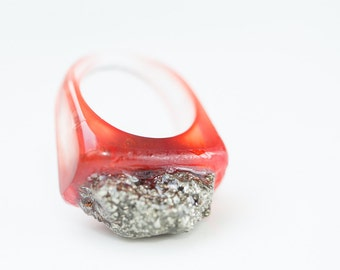 Ombré Red Statement Resin Ring Raw Pyrite Oblong Square Shape Cocktail Ring OOAK size 9 resin jewelry
