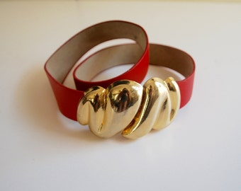 Vintage Red Belt with Gold Metal Buckle // Small // Medium // 1980's // Women's Belt // Seashell Pattern