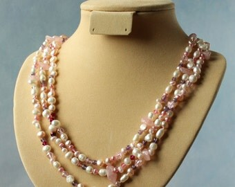 Shades of pink, long continuous  necklace. 152 cm / 60'' in long.