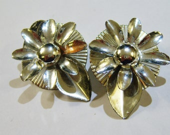 vintage silver tone flower clip on earrings 14IN