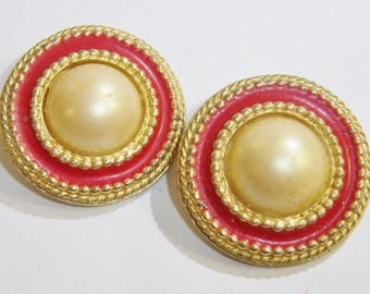 vintage red and gold tone with faint tannish yellow center round clip on earrings 0615A