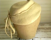 Vintage Hat, 1950s Wool Felt Hat, Off White Felt Hat, Felted Wool Hat, 1950s Hats, Dressy Winter Hat, White Vintage Hat, Winter Hat Sale