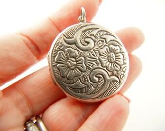Flower Locket - Sterling Silver - Vintage