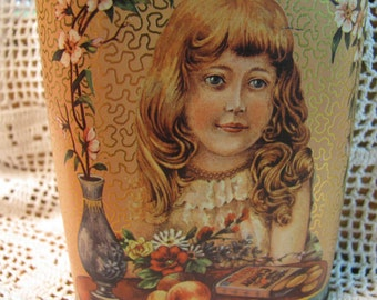 Vintage Daher Ginger Wafers w/ Victorian Girl - Tin Made in England - Great Condition