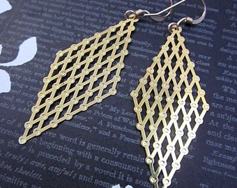 Long Geometric Dangle Earrings -- Flat Gold Earrings -- Trendy Long Earrings -- Gold Diamond Shape Earrings -- Gold Mesh Earrings -- Rhombus