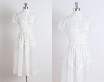 Simply Perfect . vintage 1950s dress . vintage dress . 5242