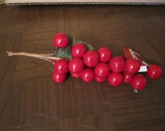DE-STASH /// Red Berry Clusters, 3 sprays Get started on your Christmas Craft projects