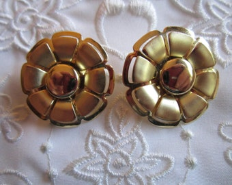Vintage Large Gold Tone Flower Clip On Earrings