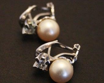 Vintage earrings. Pearl and crystal earrings.