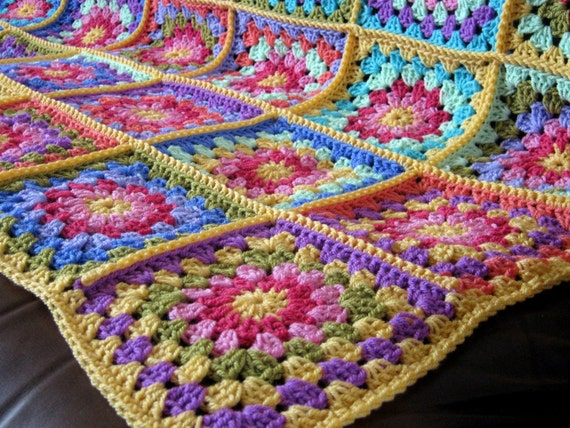 FLASH SALE 25% Off Ella Crochet Granny Square BLANKET Daisy Afghan