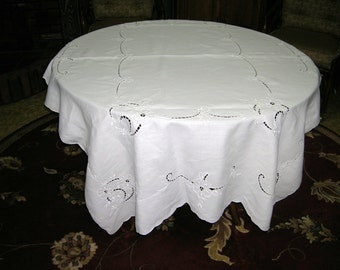 Vintage Cutwork Embroidered Cotton Blend Tablecloth With 6 Matching Napkins