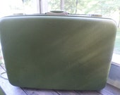 OSHKOSH Large Vintage Green suitcase Oshkosh Since 1895 Luggage measures 26 x 18 x 7.5 inch Let's take a trip! for travel or deco