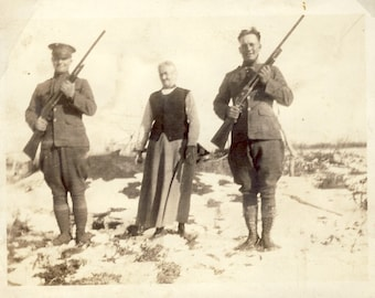 WWI Photo Of Two SOLDIERS With Their Rifles PROTECTING Grandma Circa 1918