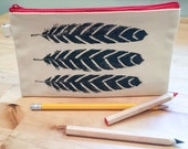 Zipper Pouch: Feathers Design