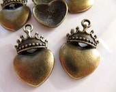 5 Heart Crown Charms Pendants in Antiqued Bronze Tone, Top Hole, 28mm x 18mm, C553
