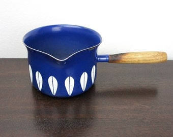 Vintage Cathrineholm Lotus Butter Warmer, Dark Royal Blue Enameled Steel, Tiny Sauce Pan Spout, 1960s Norway, Grete Prytz Kittelson 180021