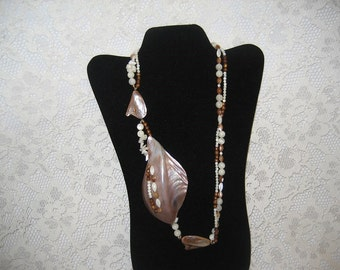 GORGEOUS SUMMERTIME SHELL Necklace - Very Dramatic - Glass Beads - Resort Jewelry