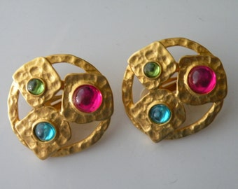 Matte gold tone hammered metal glass round clip-on earrings. Multicolored.