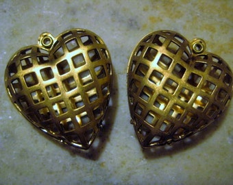 Vintage Brass Hearts: 1950s Puffed Drops, Swivel Lockets, Pendant, Bead Cages, Made in the U.S. 30x28x12mm, 2 pcs.   (c)