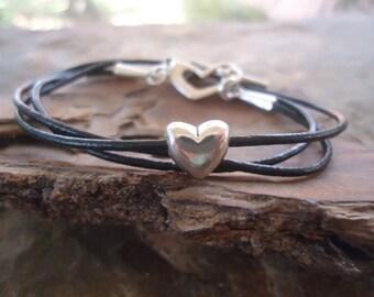 BLACK HEART - leather wrap bracelet (1007)
