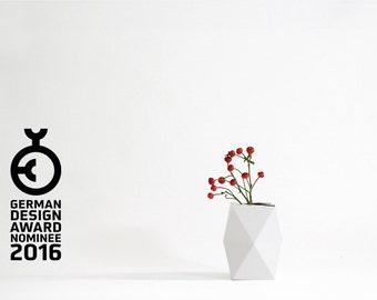 Geometrical Cardboard Vase SNUG.VASE low / white