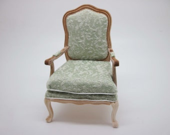Miniature dollhouse furniture unfinished armchair in 1:12 scale code VMJ1401