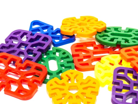 Wholesale Bird Toys : Plastic waffle shapes bulk pack parrot toys and bird