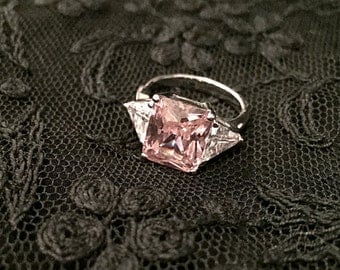 Glamorous Sparkling Cubic Zirconia Ring / Vintage Ring / 1980's Jewelry / Cocktail Ring / Diamond Style Ring