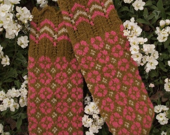 Finely Hand Knitted Estonian Mittens - Pink and White on Greenish Bworn