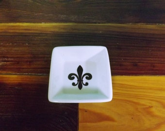 Petite Ring Dish with Fleur De Lis/Jewely Dish/Bridal Party Gift/Wedding Party Gift Idea/Trinket Dish/Jewelry Dish with Fleur de Lis
