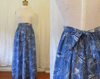 Blue & White Seashell Maxi Dress / 1970s / small