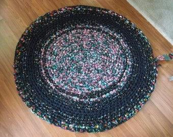 "Black and Floral Rag Rug 42"" Round"