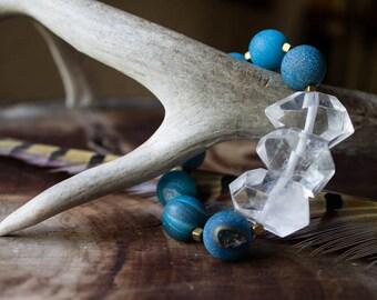 LIGHT & WATER, Crystal point Agate bracelet, blue druzy beads, statement bracelet, organic jewelry, rustic sparkle, stretch bracelet