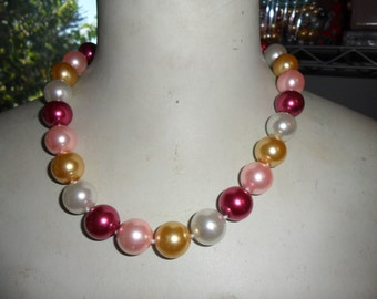 Authentic Vintage Large South Sea Shell Real Dyed White Gold Red Pink Hand Knotted Necklace