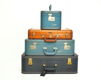 Mid-Century Crown Suitcase Set in Cornflower Blue
