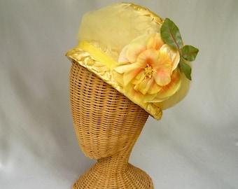 Vintage Ladies Hat Yellow Straw Bucket Silk Flower Tulle